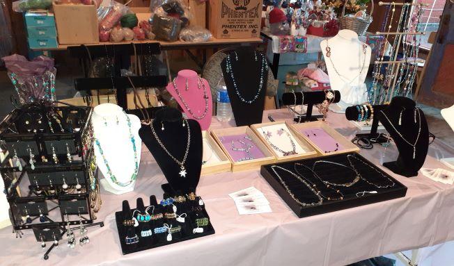 Jewelry - Les Bijoux